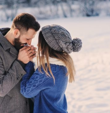 Love Again, Dating, Online Dating
